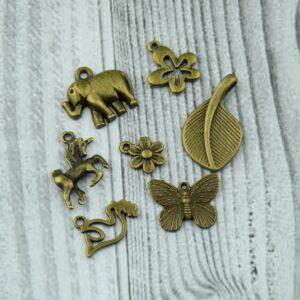 Antik bronz fityegők, charmok, medálok