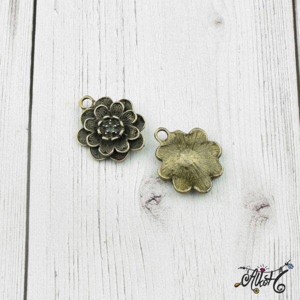 Antik bronz virág medál 2