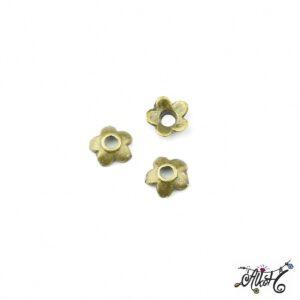 Antik bronz kisméretű gyöngykupak, virág