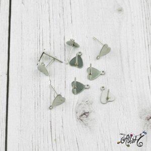 Orvosi fém szív, bedugós fülbevaló alap (1 pár)
