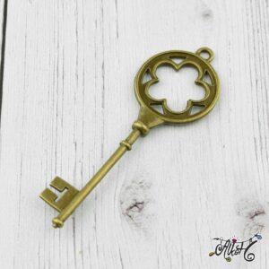 Nagyméretű kulcs medál, antik bronz